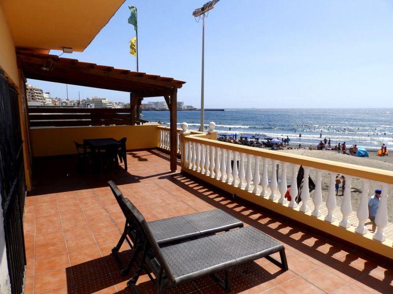 Amplia Casa con gran terraza en primera línea de playa