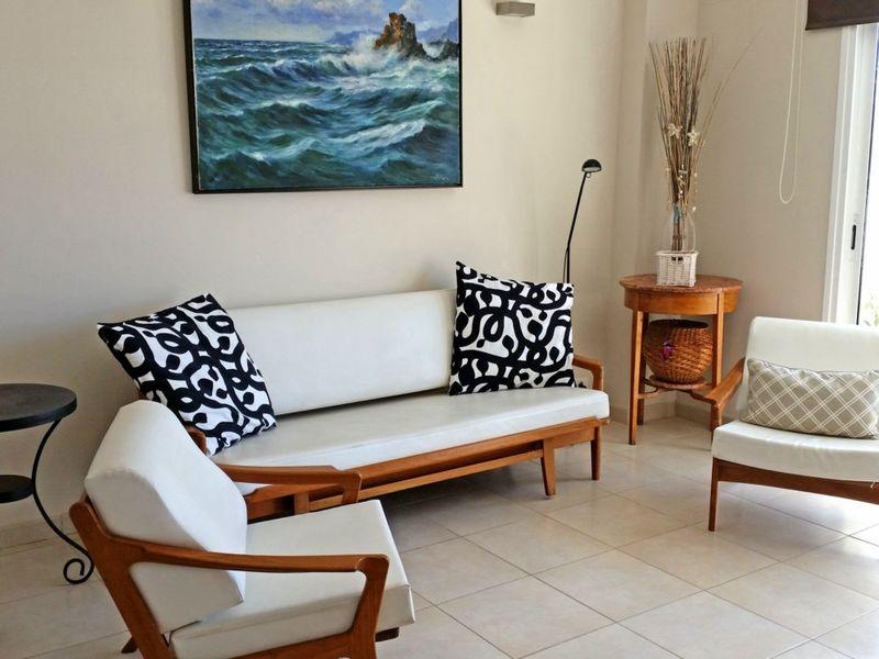 Apartamento con terraza-solárium privada frente al mar