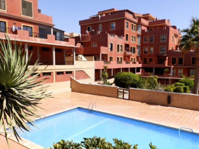 Bonito apartamento de 2 habitaciones con piscina y parking