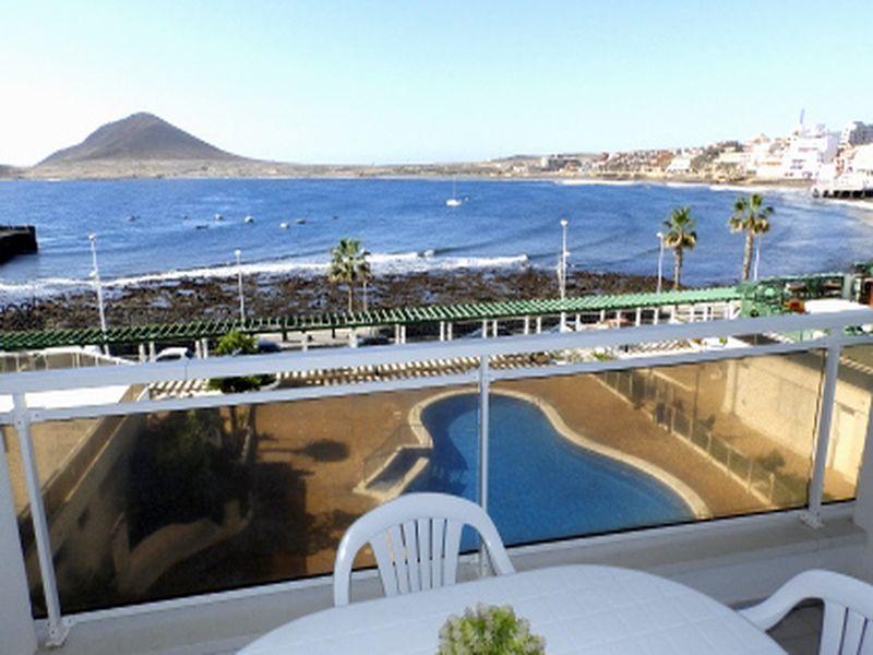 Apartamento de 2 habitaciones con piscina y vistas al mar