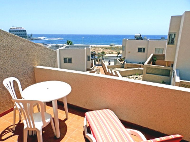 Amplio y bonito duplex con terraza y vistas al mar